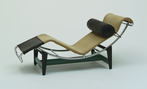 Lc4 designophy designpedia for Chaise longue design le corbusier